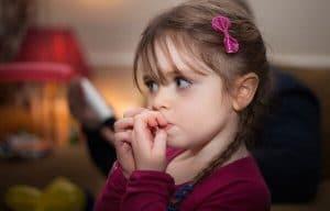 درمان ناخن جویدن و اختلالات عادتی کودکان
